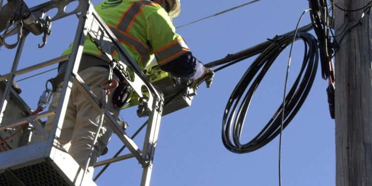 Technology AT&T promises fiber for 3 million more homes and businesses this year