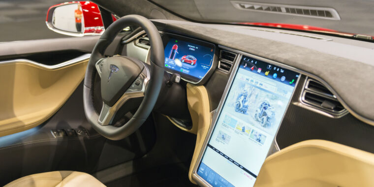 Technology Consumer Reports shows Tesla Autopilot works with no one in the driver's seat